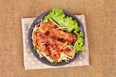 Radis râpé cuit à la vapeur frit avec des pousses d'échalote et de haricot Photo stock