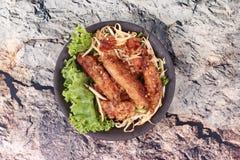Radis râpé cuit à la vapeur frit avec des pousses d'échalote et de haricot Image libre de droits