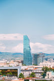 Radisson Blu Hotel On Background Of stads- Cityscape av Tbilisi, Arkivfoton