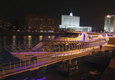 Radisson cruise boats and White house, Moscow by night Stock Photography