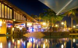 Radisson fijiansk semesterort vid natt Arkivfoto
