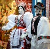 Raditional magyar lal kukły w ludowym kostiumu w Budapest Wielkim rynku (tradycyjna Węgierska odzież) Obrazy Royalty Free