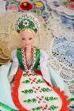 Raditional magyar lal kukły w ludowym kostiumu w Budapest Wielkim rynku (tradycyjna Węgierska odzież) Zdjęcia Stock