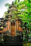 Raditional oude heilige tempel in Ubud Bali Indonesië stock foto