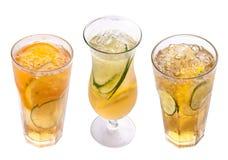 Radler Cocktail della birra con succo Vetri su una priorit? bassa bianca fotografia stock libera da diritti