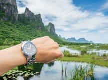 Rado zegarek na nadgarstku w naturalnym widoku Zdjęcie Stock