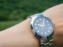 Rado zegarek na nadgarstku w naturalnym widoku Obraz Royalty Free