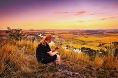 Radobyl, republika czech - Lipiec 03, 2017: Widok od Radobyl wzgórza Labe w CHKO Ceske Stredohori regionie turystycznym przy zmie Obraz Stock
