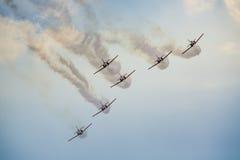 RADOM, POLEN - 23. AUGUST: Aerobatic Gruppenbildung Lizenzfreie Stockfotografie
