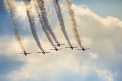 RADOM, POLEN - 23. AUGUST: Aerobatic Gruppenbildung Lizenzfreie Stockfotos