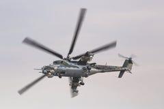 RADOM POLEN - AUGUSTI 22: Bakre skärm MI-24 under flygshow 20 arkivbild