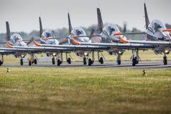 RADOM POLEN - AUGUSTI 23: Orlik (Polen) aerobatic skärmlag royaltyfria bilder