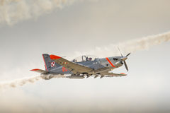 RADOM, POLEN - AUGUSTUS 23: Van de Orlik (Polen) het aerobatic vertoning team stock afbeeldingen