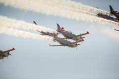 RADOM, POLÔNIA - 23 DE AGOSTO: Equipe aerobatic da exposição de Orlik (Polônia) Fotos de Stock Royalty Free