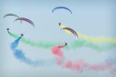 RADOMSKI, POLSKA, SIERPIEŃ - 26, 2017: Latający smoki aerobatic gr Zdjęcia Royalty Free