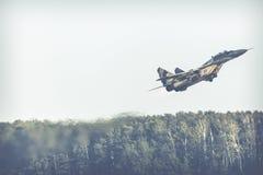 RADOMSKI, POLSKA, SIERPIEŃ - 26: Polska siły powietrzne, Mig 29 Fulcrum, i Zdjęcia Royalty Free