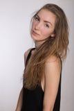 Radosna dziewczyna w czarnej sukni Obraz Royalty Free