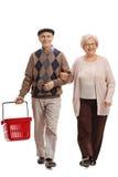 Radosna starsza para z pustym zakupy kosza odprowadzeniem Obrazy Royalty Free