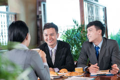 Radosny biznesowy lunch Zdjęcia Royalty Free