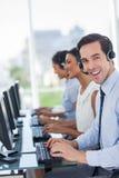 Radosny centrum telefoniczne agenta działanie Zdjęcie Stock
