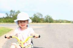 Radosny jeden szczęśliwy dziecko na bicyklu Fotografia Stock