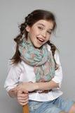 Roześmiany małej dziewczynki obsiadanie na krześle Obrazy Royalty Free