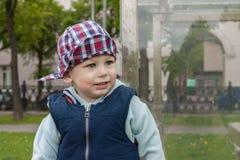 Radosny uradowany szczęśliwy dziecko Zdjęcia Stock