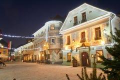 RADOVLJICA, ESLOVENIA - 20 DE DICIEMBRE DE 2017: noche de diciembre del advenimiento Imagenes de archivo