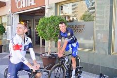 Radrennfahrer wickeln unten nach a-Zeitfahren Lizenzfreies Stockfoto