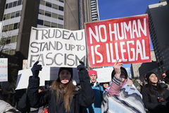 Raduni contro il divieto musulmano del ` s di Donald Trump a Toronto Fotografie Stock Libere da Diritti