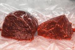 Raduno crudo della balena venduto al mercato ittico a Tokyo fotografia stock libera da diritti
