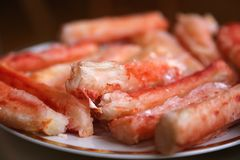 Raduno rosso fresco del krab sul piatto Immagine Stock Libera da Diritti