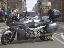 Radverschluß auf einem illegal Parkmotorrad Stockfoto