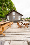 RADVILISKIS, ΛΙΘΟΥΑΝΙΑ - 12 ΙΟΥΝΊΟΥ 2014: Μοναδικό χωριό και αγροτική περιοχή στη Λιθουανία με το ξύλινο κτήριο Στοκ εικόνες με δικαίωμα ελεύθερης χρήσης