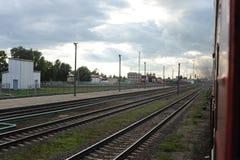RADVILISKIS, LITUANIA - 26 GIUGNO 2011: Rete ferroviaria e piste della Lituania immagini stock libere da diritti