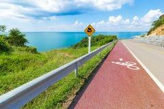 Radweg- und Seeansicht Lizenzfreies Stockfoto