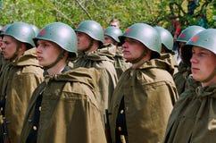 Radzieccy żołnierze w hełmach i pelerynach Zdjęcie Royalty Free
