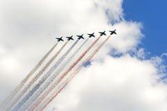 Radzieccy szturmowego samolotu Su-25 Frogfoot producedsmoke trzy kolory Obrazy Stock