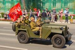 Radziecka militarna ko?o przeja?d?ka GAZ-67 z uproszczonym otwartym cia?em, wycinanki w kt?rym zamiast drzwi byli tam Zwyci?stwa  zdjęcie royalty free