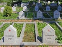 Radziecki Militarny cmentarz z stonegraves niewiadomi bohaterzy w Sighisoara Zdjęcia Royalty Free