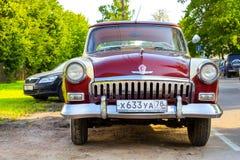Radziecki retro czerwony samochodowy Volga GAZ-21 Gorky, Rosja Obrazy Royalty Free