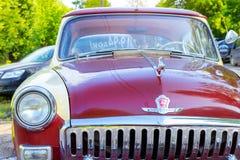 Radziecki retro czerwony samochodowy Volga GAZ-21 Gorky, Rosja Fotografia Stock