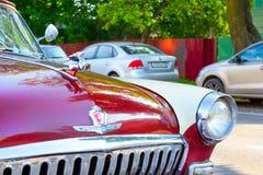 Radziecki retro czerwony samochodowy Volga GAZ-21 Gorky, Rosja Fotografia Royalty Free
