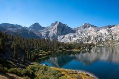 Rae Lakes på John Muir Trail Fotografering för Bildbyråer