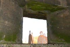 RAF 47 szwadronowi lotnicy widzieć przez bunkieru okno przy Krajowym Pamiątkowym arboretum, Alrewas obraz royalty free
