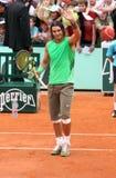 Rafael Nadal della Spagna accoglie il pubblico fotografia stock