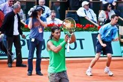 Rafael Nadal durante un emparejamiento en Roland Garros Fotografía de archivo
