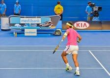 Rafael Nadal jouant dans l'open d'Australie photographie stock libre de droits