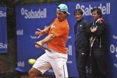 Rafael Nadal Training in Barcelona aan uitgave 62 van de Conde DE Godo Trophy tennistoernooien stock afbeelding