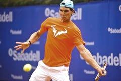 Rafael Nadal Training i Barcelona till upplagan 62 av den Conde de Godo Trofé tennisturneringen Arkivfoton